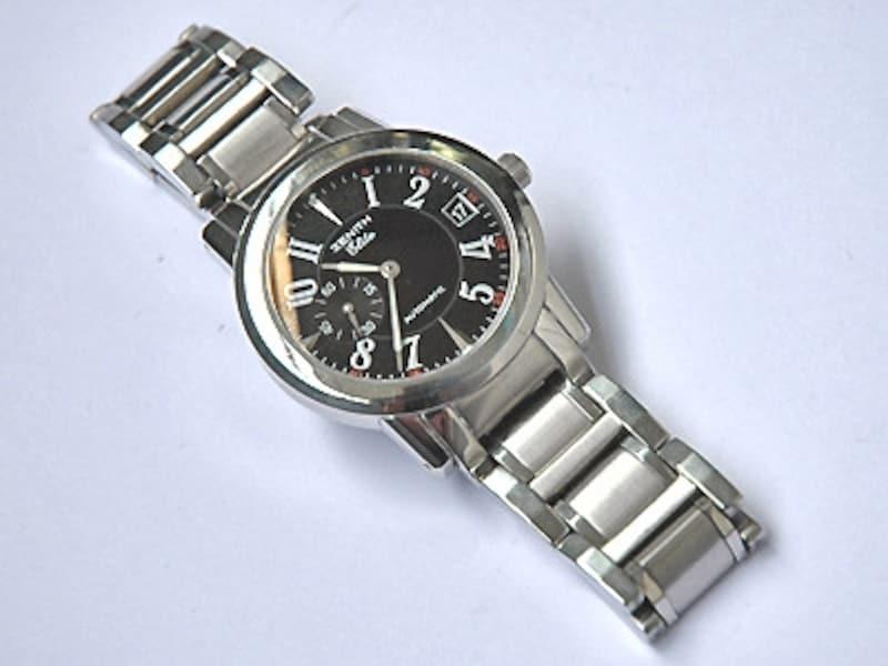 汚れ落としと磨きを終えた腕時計。見違えるほどリフレッシュ