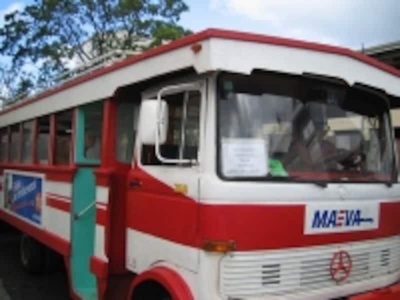 庶民の足、ル・トラック。スーツケースなど大きな荷物がある場合は利用は避けた方がいいでしょう(C)タヒチ観光局