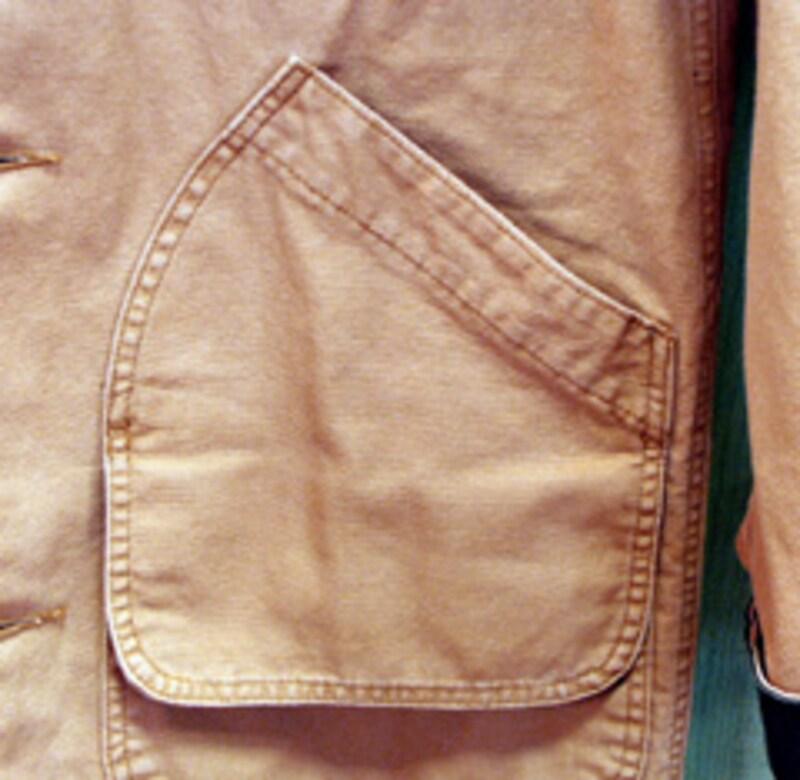 上下に配された大型ポケット
