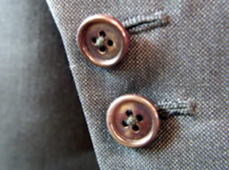 袖ボタンは2つが基本