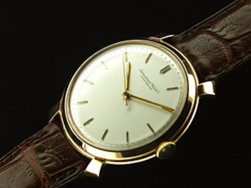 66cb9bad11 アンティーク・ウオッチのなかでも清楚なデザインで人気が高い'60年代製のIWC。腕時計の王道をいくモデルだ。