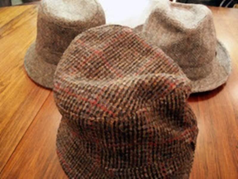 ツイード体質は帽子にまでおよんでいる!老舗のロックやクリスティーなど英国製ばかり。ジャケット同様にゴワゴワした感触が魅力ですね。