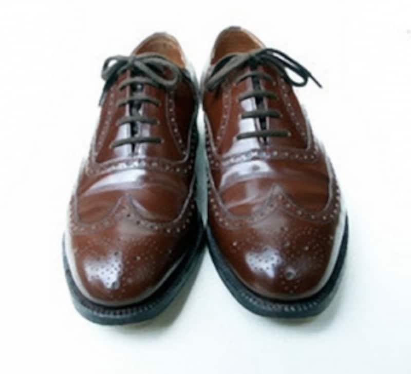 フルブローグ、アメリカでいうところのウイングチップですね。この靴は野暮ったさが残るので、ツイードとの相性が凄くいい。外羽根式のものだともっとラフになる。1990年代半ばのチャーチ。