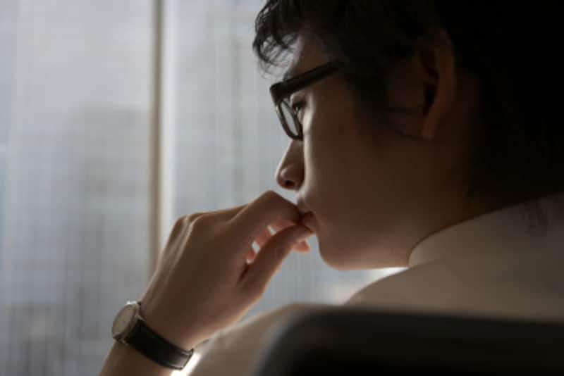 耳の後ろは体温が高く、香水をつけるのに適している。また、男性は両手首の内側やウエストにつけるのもよい。