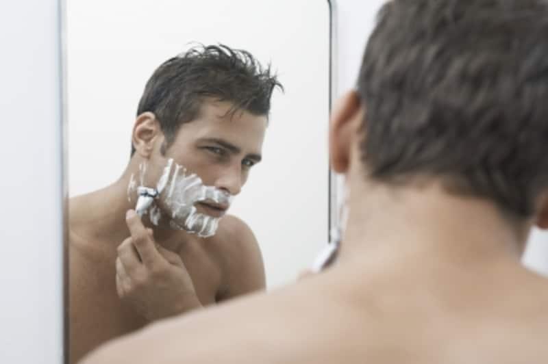 朝、髭剃りに失敗して血が止まらない時にはストレスを感じるもの。