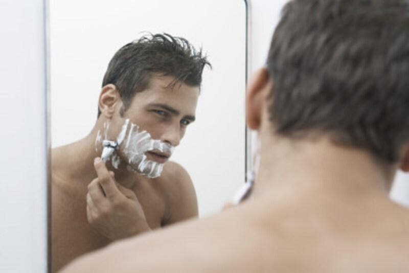 髭剃りで血が出た時の止血方法