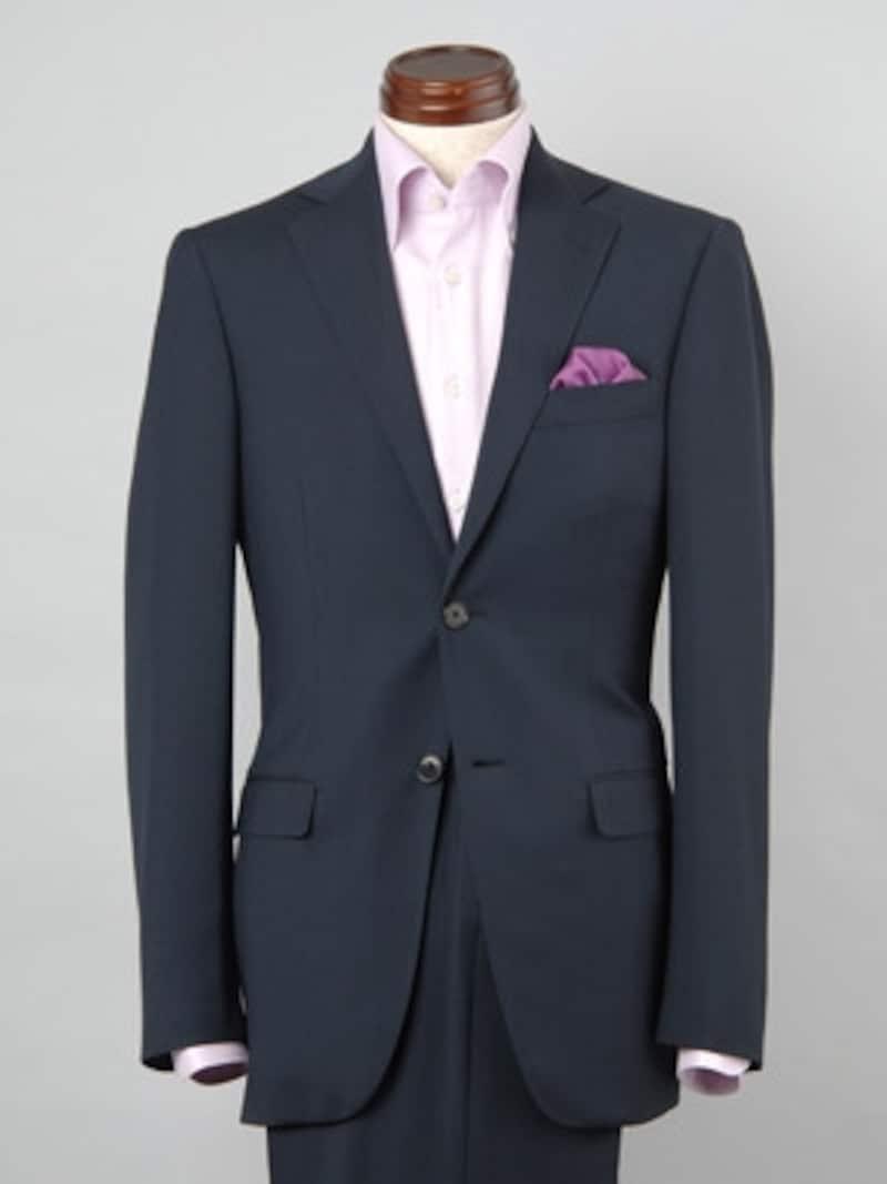 近年、ファッショントレンドがクラシック傾向になり、ポケットチーフが見直されてきています。