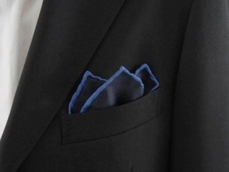 スーツジャケットの胸ポケットはポケットチーフのためにデザインされたものだったのです