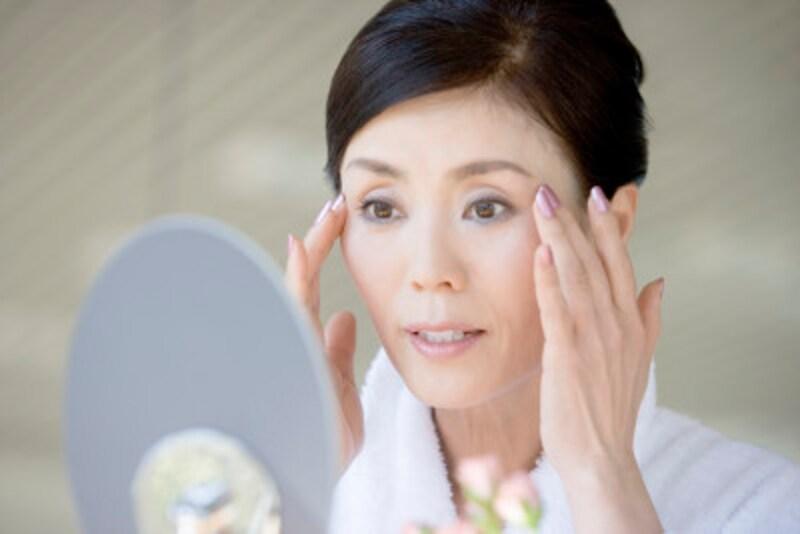 顔全体にあるしわ……ちりめんじわや老化によるしわの種類・原因・対策