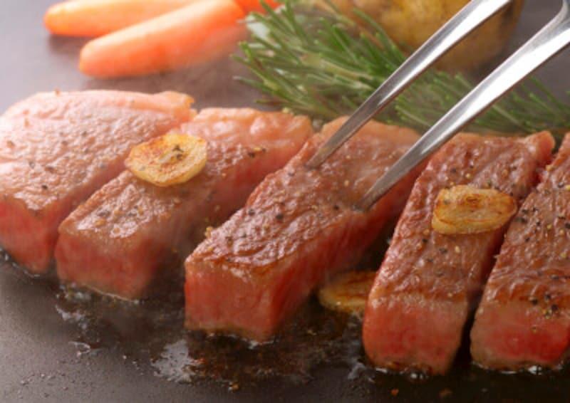 肉は脂身の少ない部位を選ぼう