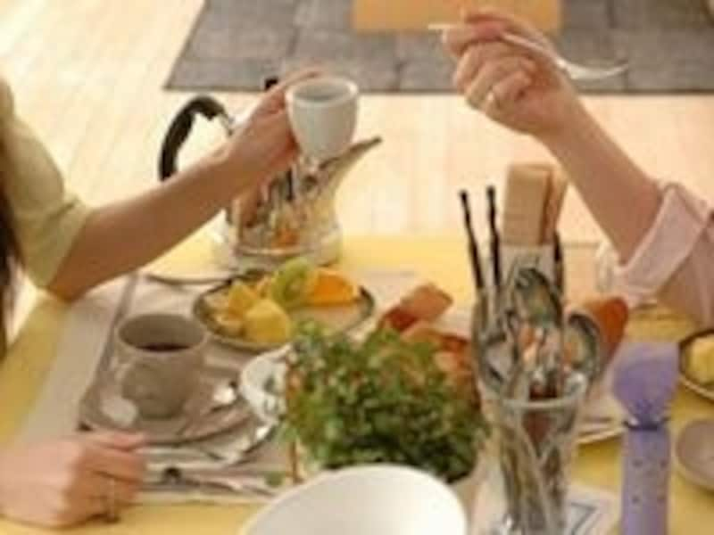 食卓には調味料などを置かずに食べよう