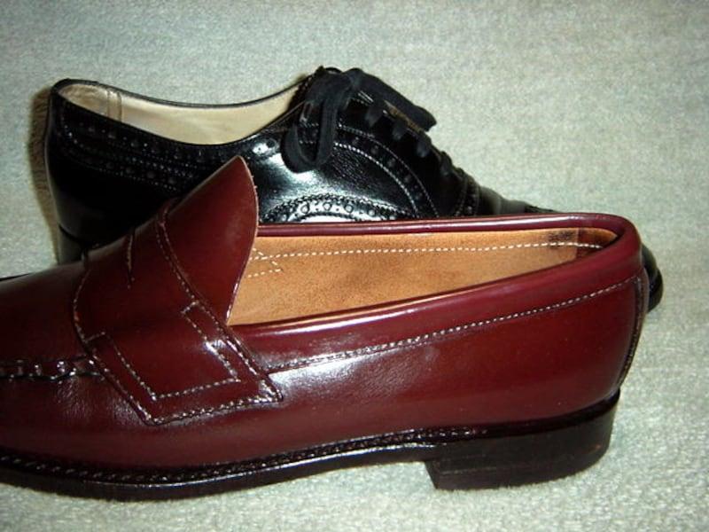 紐靴とローファーの違い