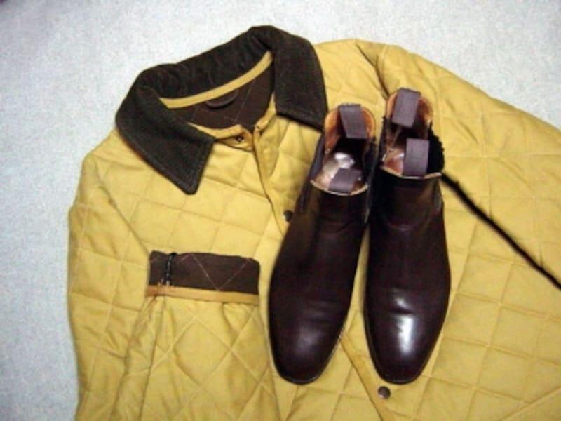 その歴史経緯上、スーツにも結構似合ってしまうサイドゴアブーツですが、カジュアルなキルティングジャケット等とも相性が良好です。一度使い方のツボを心得てしまうと、この靴しか履けなくなる恐ろしい存在でもあります。