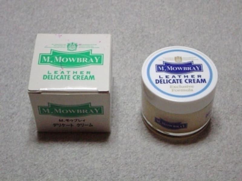 「元祖デリケートクリーム」と呼ぶにふさわしい、M.モゥブレィのものです。革に対して必要以上に油っぽくならずに瑞々しさを与えるのが特徴で、汎用性の広さでは定評があります。