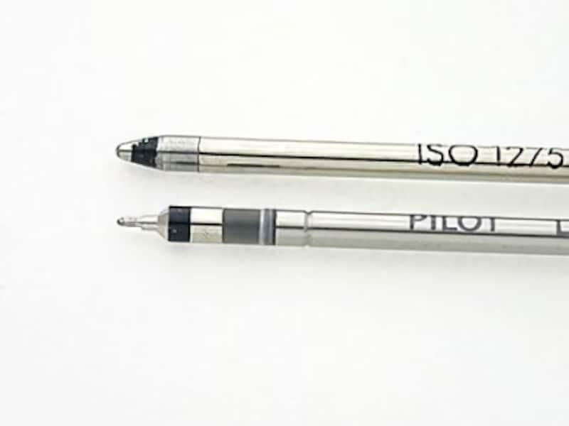 上が油性ボールペンのコーン型、下がハイテックCのニードル型