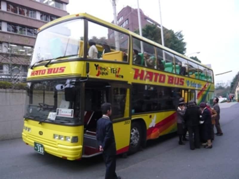 東京都内を1日3回、定期観光コースで運行。車高は3.8メートル