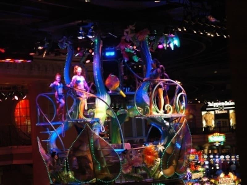 ゴンドラがショーの舞台。乗ることもできます!