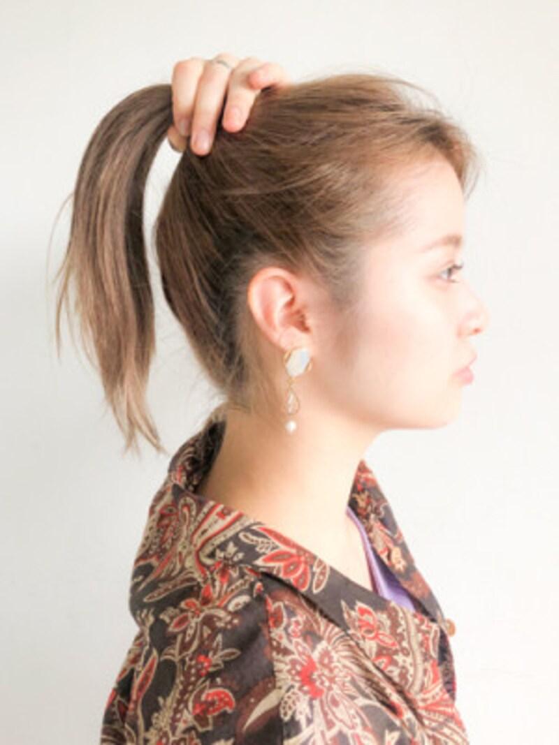 あごと耳の延長線上でデザインを作るのが、ポニーテールの黄金ルール