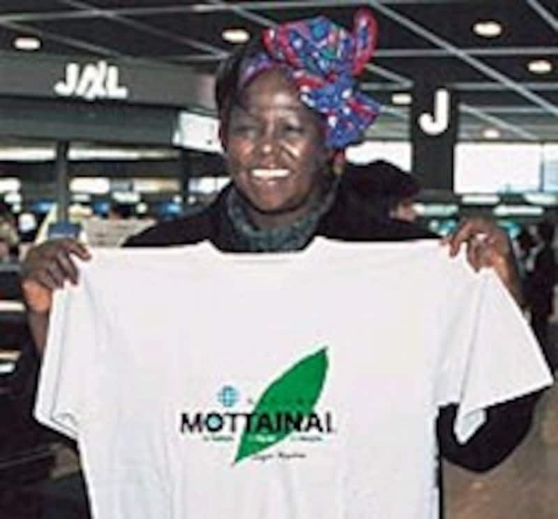 ノーベル平和賞受賞者がMOTTAINAI Tシャツを考案