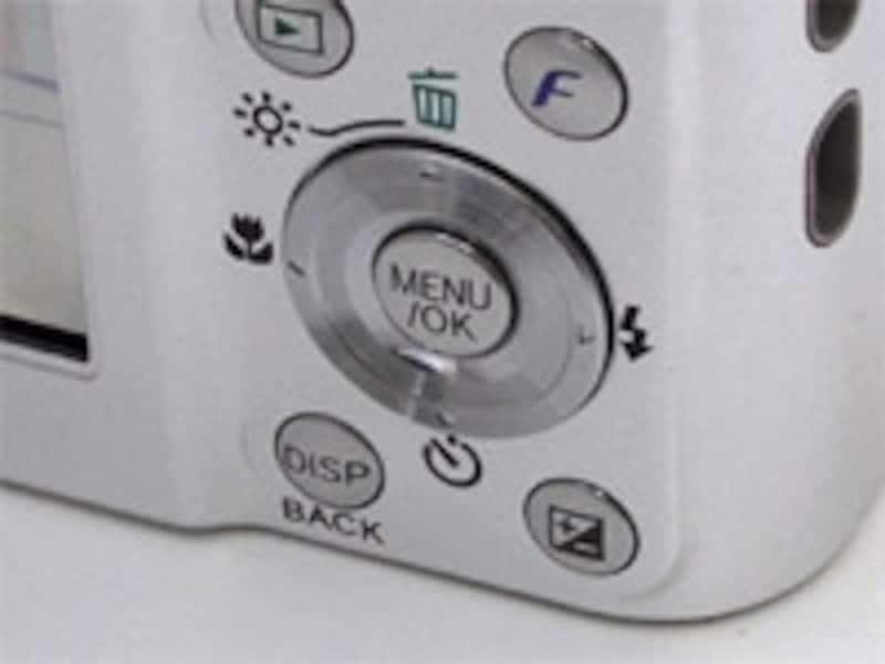この機種では右下に露出補正用のボタンがあり、すぐに露出補正ができるわけだ。