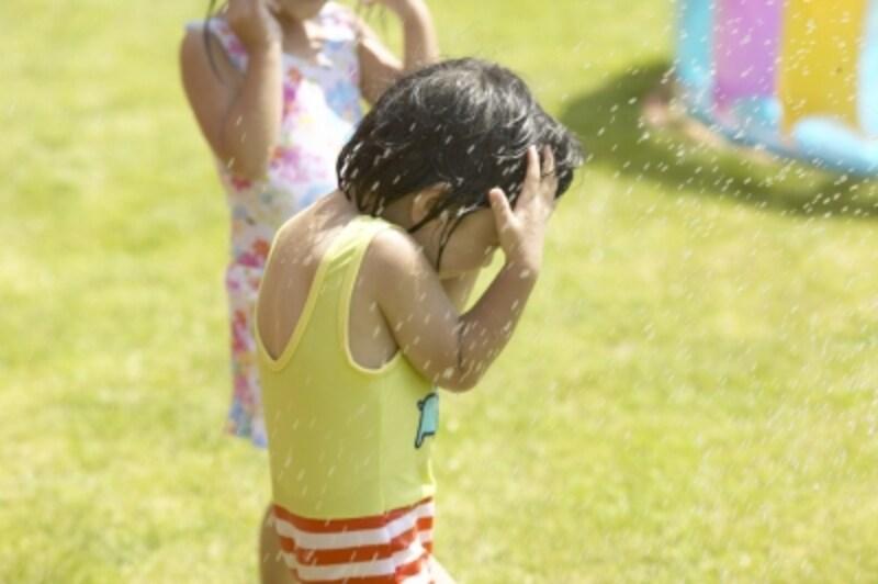 暑い日に楽しむプールでの水遊び用におもちゃを手作りしてみよう