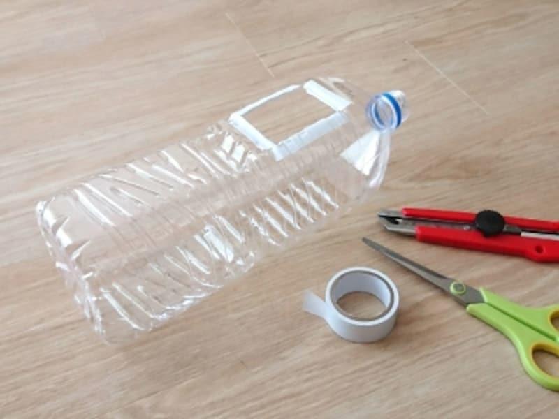 手作り水遊びおもちゃイロワケイルカの作り方はまずペットボトル下部を四角くカット