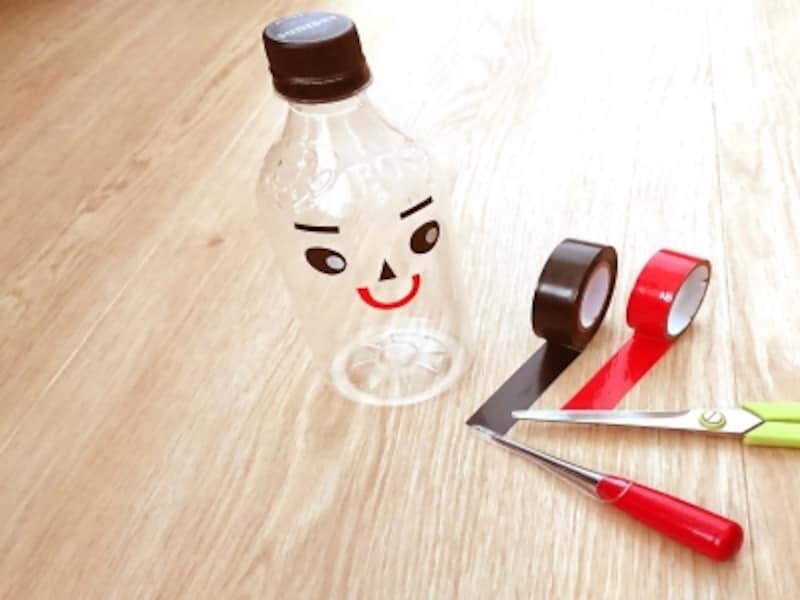 目、口を貼った笑い顔のペットボトル