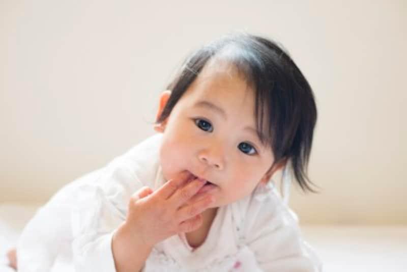 ~3歳を過ぎると自然に指しゃぶりは減少するのですが、そうならない場合、原因を考えましょう