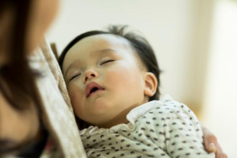 眠ったはずの赤ちゃんが、布団におろした瞬間に起きてしまう