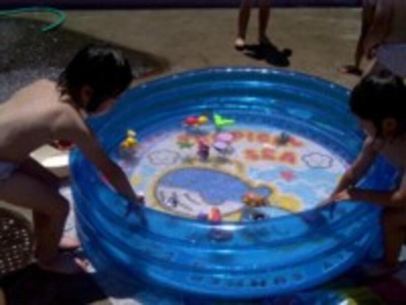 家庭用プールも大活躍。
