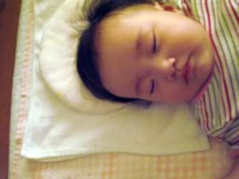 赤ちゃんは寝たい時に寝て、起きたい時に起きます。