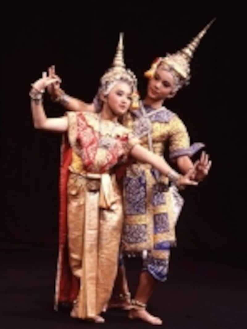 きらびやかでエキゾチックな衣装と、しなやかな指の動きが特徴的なタイ舞踊(c)タイ政府観光庁