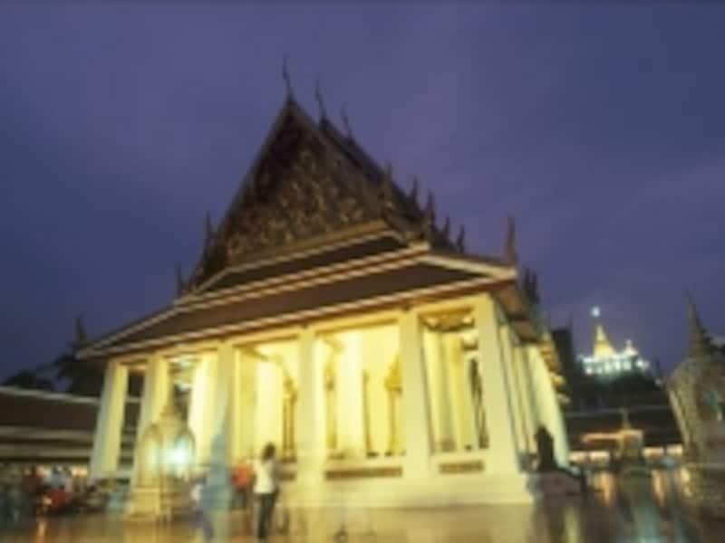 丘の頂上に登るまで2~30分かかるので、時間的に余裕をもって訪れたい(c)タイ政府観光庁