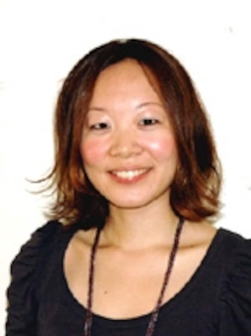 東京・青山のサロン『anti』の人気スタイリストでもあるKEIKOさん。「どちらも10分くらいで完成します。パーティにも使えますので、チャレンジしてみてくださいね」