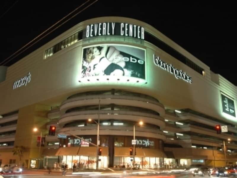 夜のビバリーセンター。有名人に会えるかも