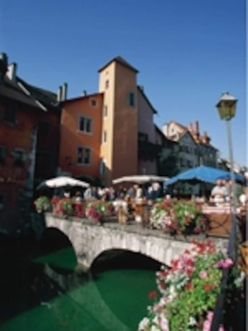 スイス風の可愛い町並みのアヌシー©OTAnnecy