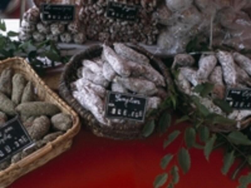 種類が豊富なシャルキュトリ(豚肉詰物類)©RATourisme/P.Smit