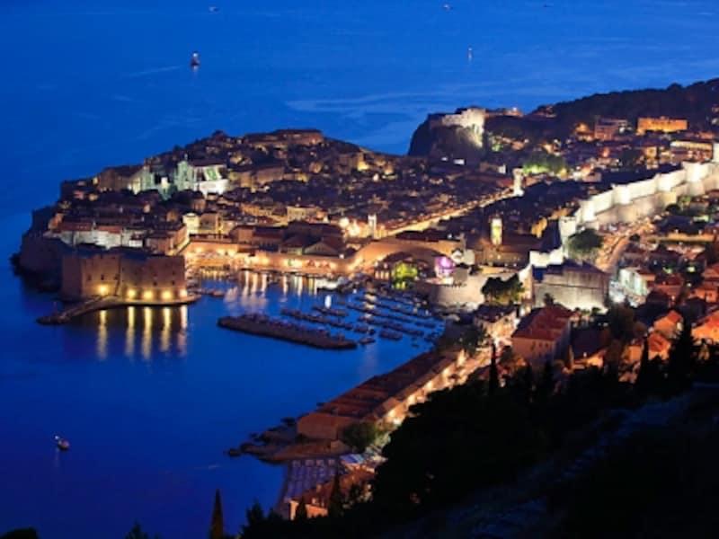 夜景もまた美しい世界遺産「ドブロブニク旧市街」