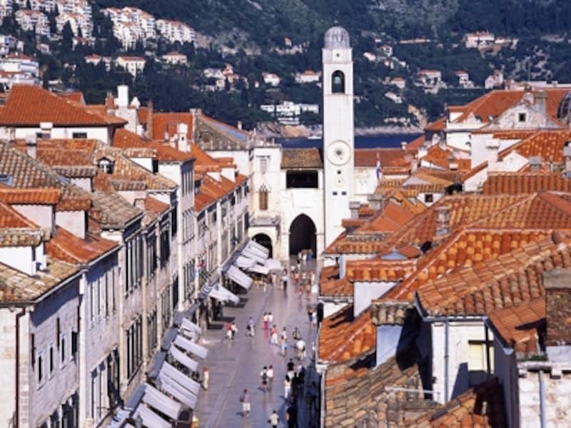 プラツァ通りと時計塔