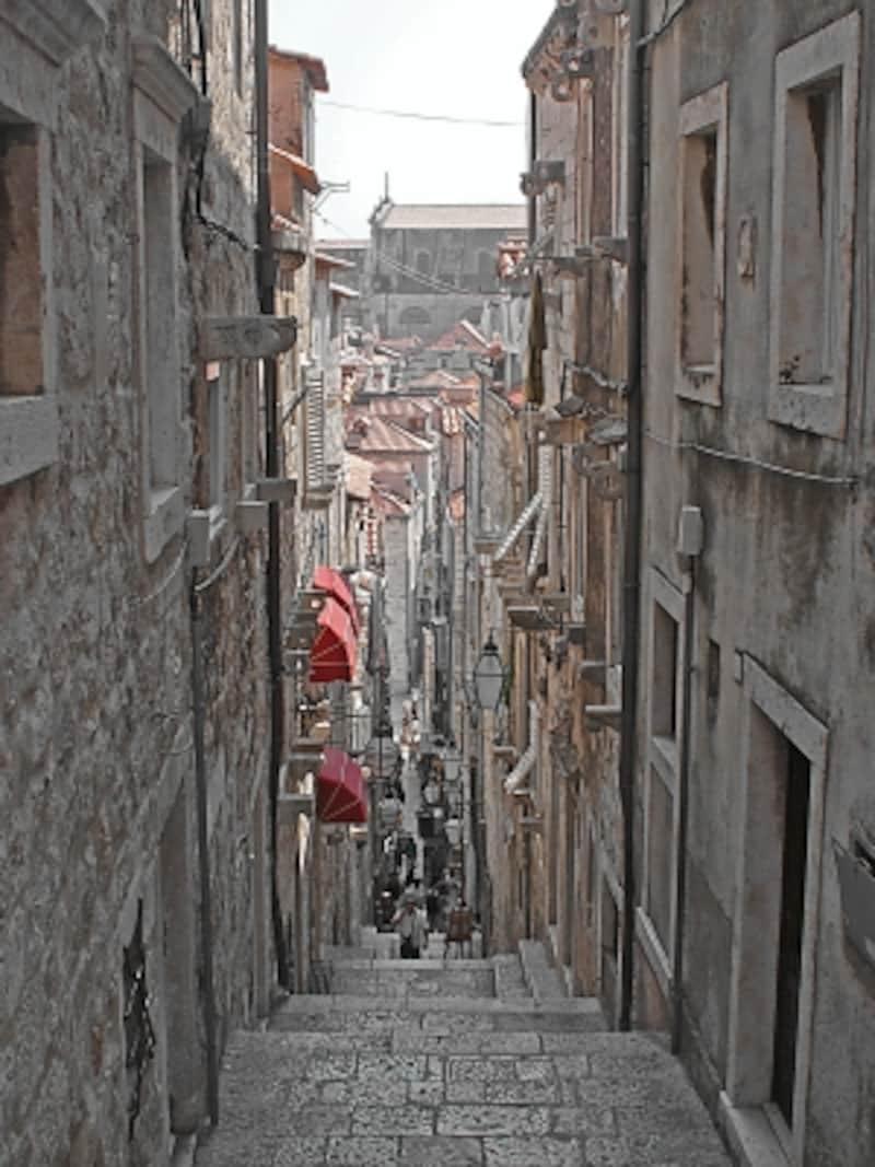 旧市街の風情ある路地裏
