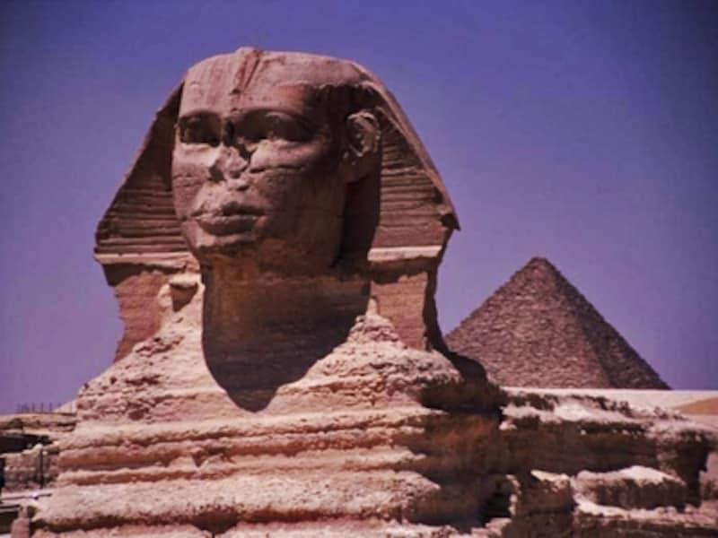 スフィンクス。通常2体一対だが、1体しかない。ピラミッドよりずっと以前に造られたという説もあり、これもまた謎 牧哲雄