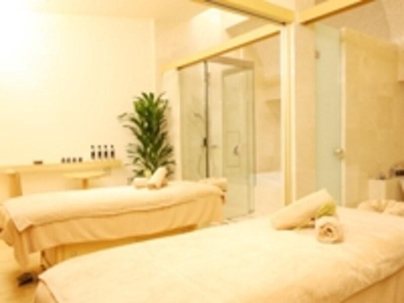 ガイドお気に入りのツインルーム。防音完璧のパーテーションで区切ればもちろん一人部屋にも