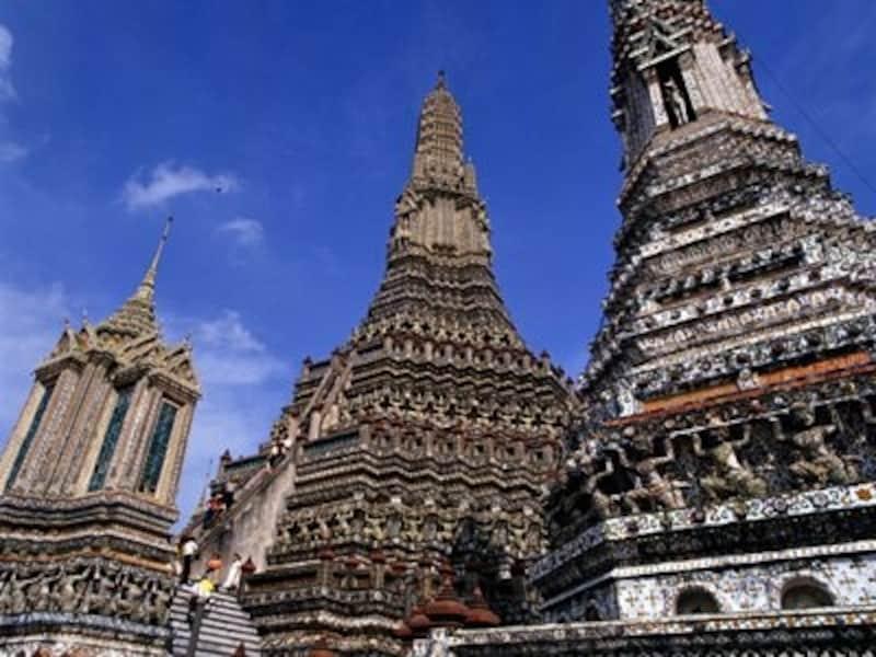 ワットワルンには登ることのできる仏塔もあるが、傾斜が急なので歩きやすい靴で!(c)タイ政府観光庁