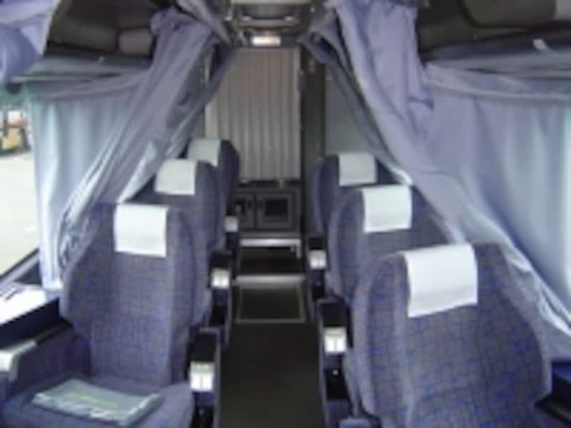 スーパーシートは後部の二列6席のみ。人気が高いので早めの予約を