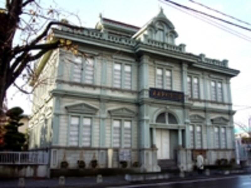 明治37年築の青森銀行記念館。ルネッサンス様式の美しい建物です