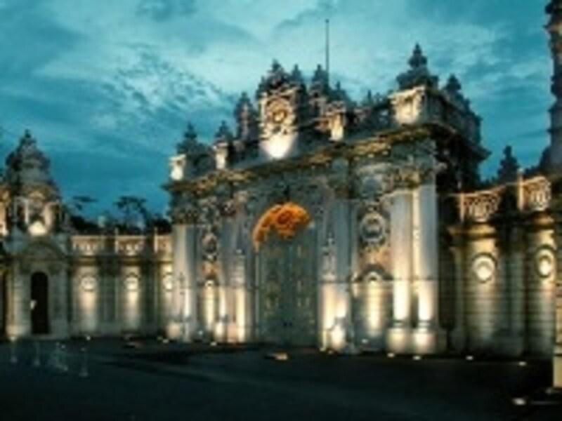 トプカプ宮殿とは一味違ったドルマバフチェ宮殿の門
