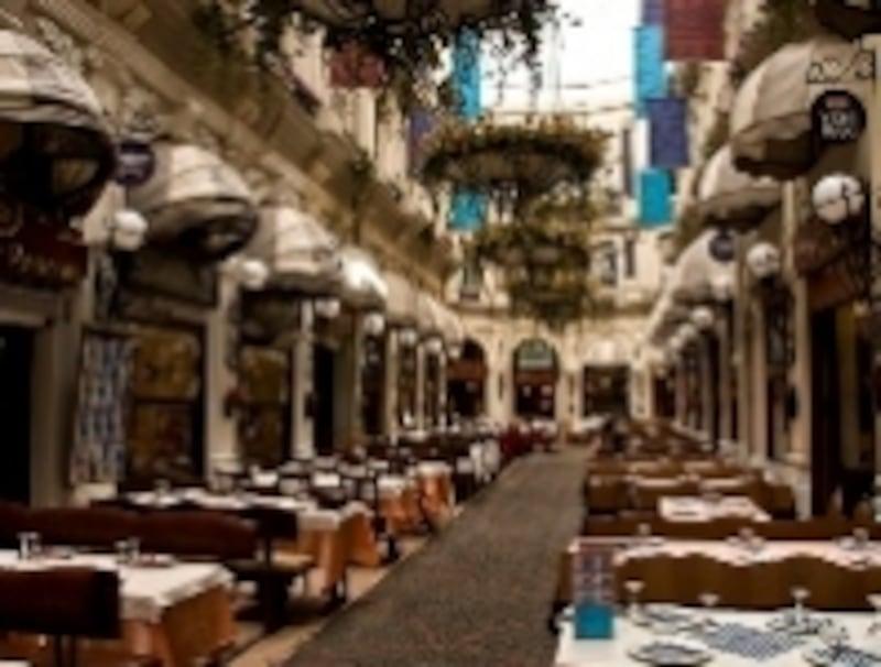 古き良きレストラン街、チチェキパサージュ