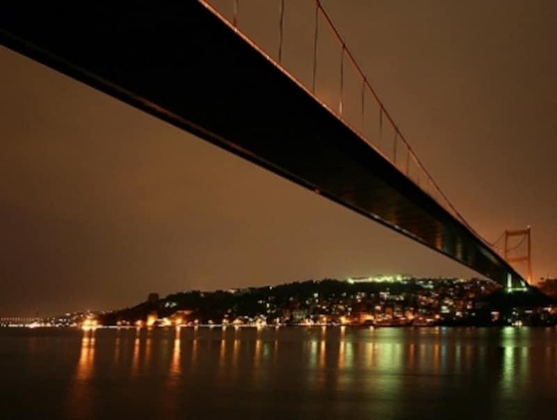 二大大陸を結ぶのは二本の海峡大橋