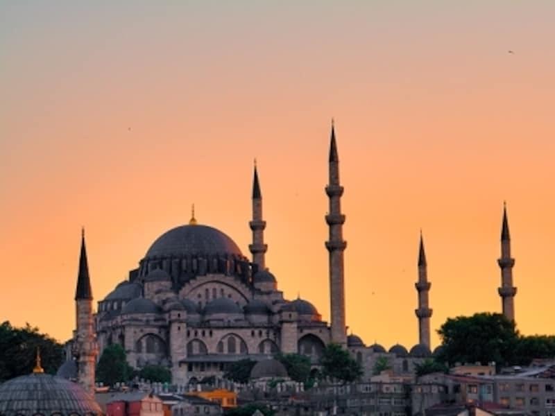 小高い丘の上にあり、イスタンブール風景の象徴となっているスレイマニエモスク