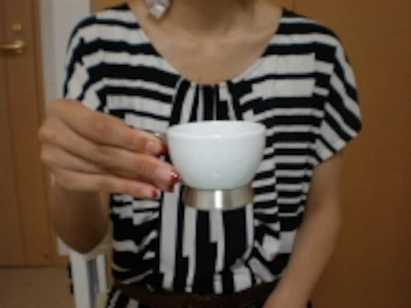 カップは、持ち手を「つまむ」ように持つのが正解!